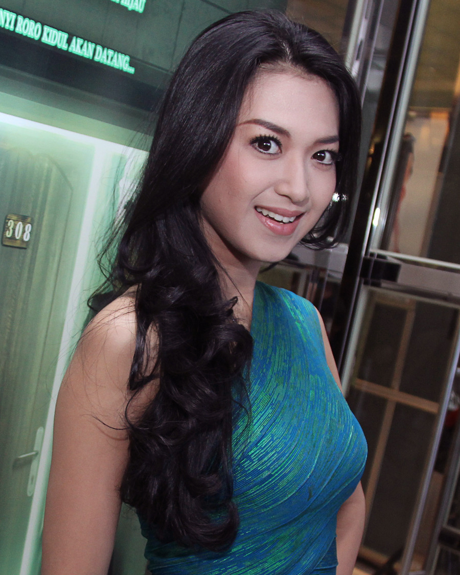 Sylvia Fully Hot Mom jadi PSK
