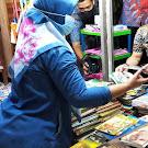 Datang ke Pasar Babe, Bupati Borong Buku