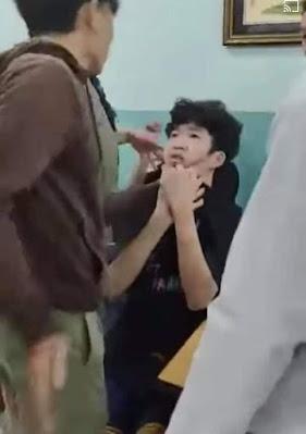 Hai thiếu niên 14 tuổi bị đấm đá dã man trong phòng giám thị ở Trường THCS Nguyễn Văn Tố, Q.10