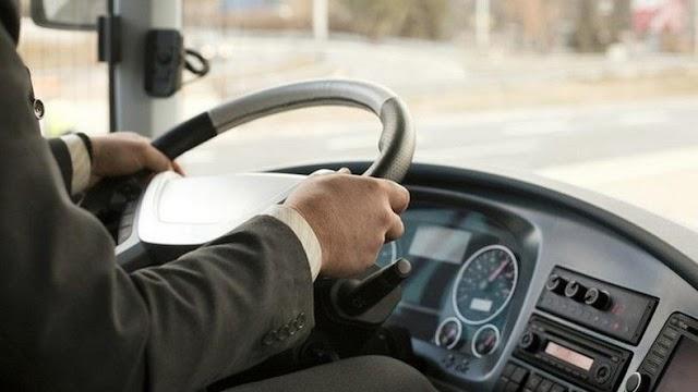 Szalagkorlátnak csapódott egy busz Pécsett, ketten megsérültek