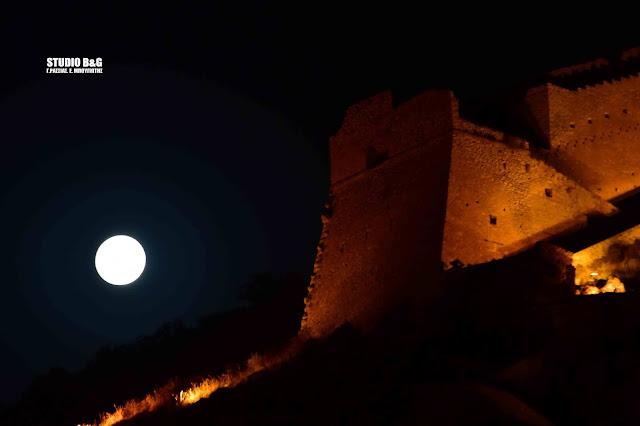 Πανσέληνος στο Ναύπλιο με ήχους Μίκη Θεοδωράκη στο Παλαμήδι