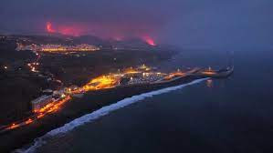 Lava from Canaries' volcano reaches sea