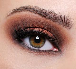 مكياج عيون سموكي بألوان ترابية