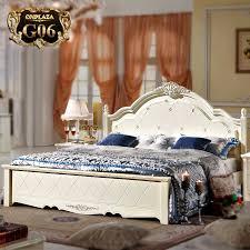 giường ngủ tân cổ điển độc đáo