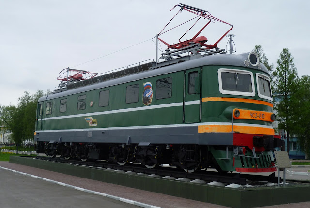 Памятник-электровоз - станция Барабинск