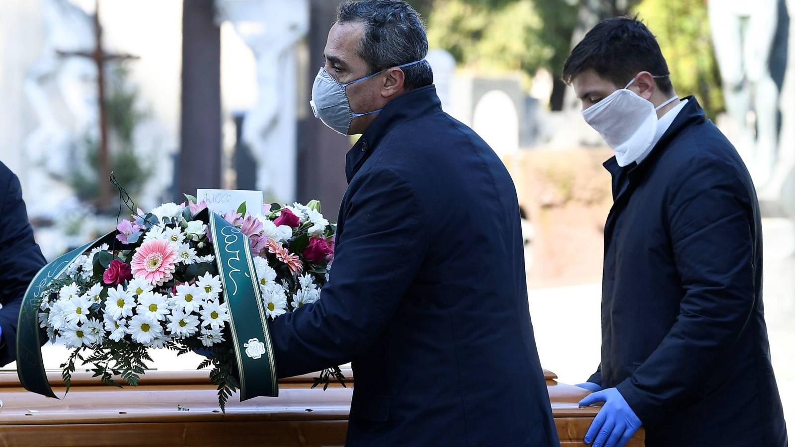 """JUAN ANTONIO ALGUACIL, Presidente de los Profesionales de Servicios Funerarios: """"Las cifras reales de fallecidos son escandalosas"""""""
