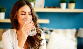 Νερό: Πόσο πρέπει να πίνετε και ποια λάθη κάνετε