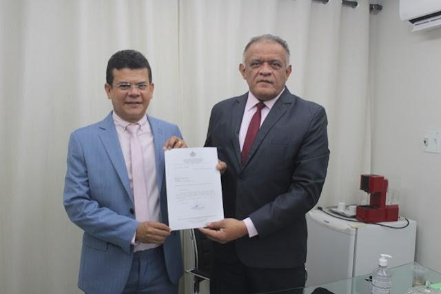 Prefeito Juninho Alves envia ao Legislativo projeto de Lei que reajusta salários dos agentes de endemias e saúde em Caraúbas