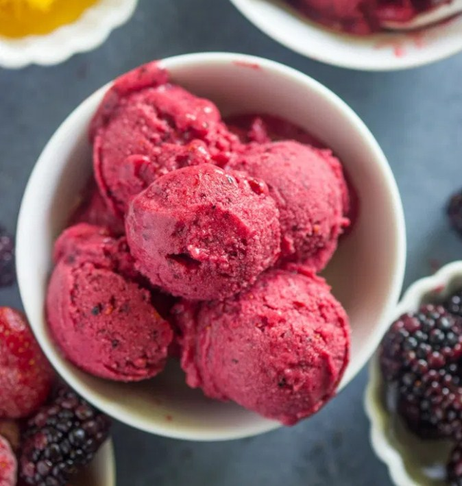 Healthy Berry Frozen Yogurt