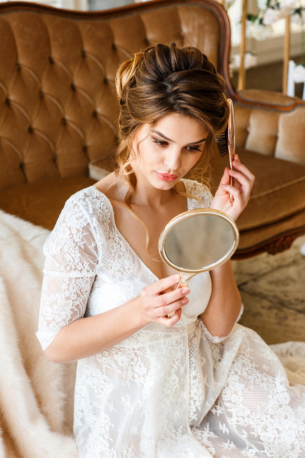 Braut-Boudoir Fotoshooting im Luxushotel mit Boudoirfotografin.