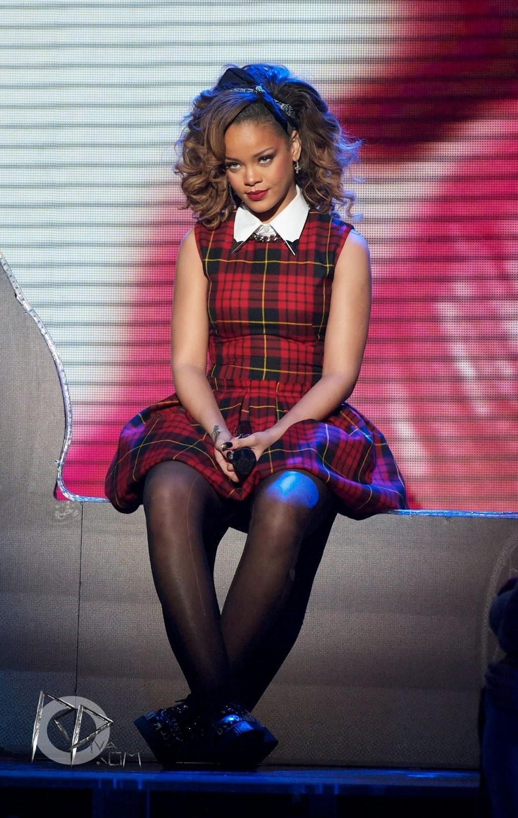 Rihanna In Pantyhose 80