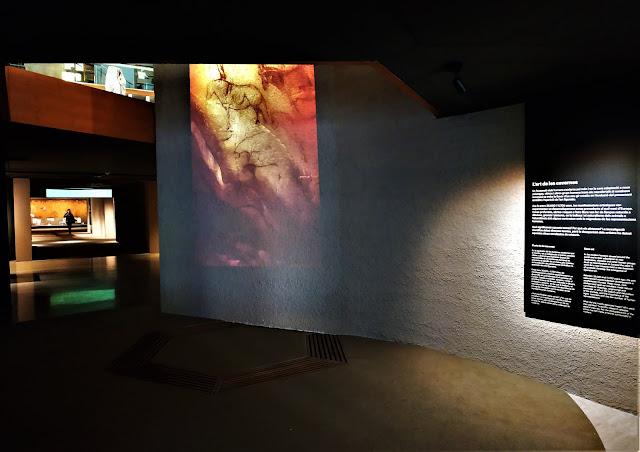 Sala central exposició Art Primer Museu d'Arqueologia de Catalunya