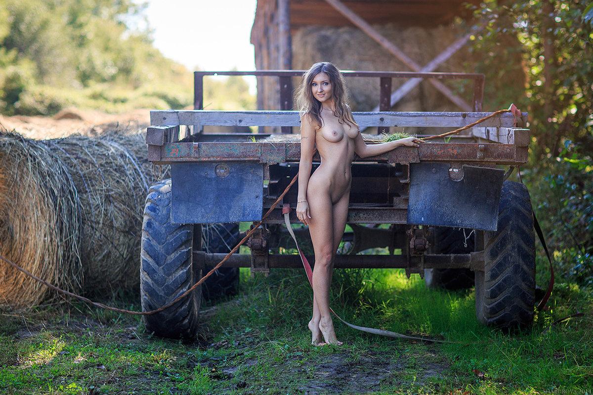 Farm Girls Naked Pee