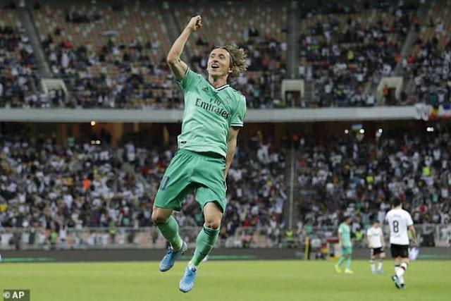 Video Real Madrid 3-1 Valencia: Bàn thắng kỳ lạ, vé vàng chung kết