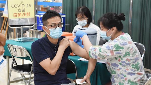 鼓吹打COVID-19疫苗喊卡 彰化縣今起優先第一線醫療防疫人員