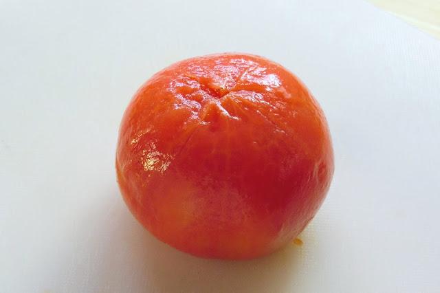 ツルンと簡単!トマトの皮の湯むきのやり方