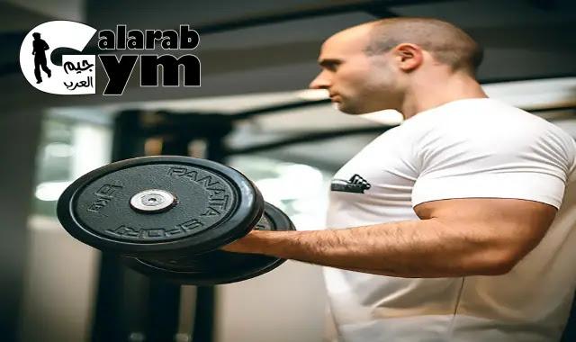أفضل تمرين دمبلز لاكتساب العضلات في عام 2021