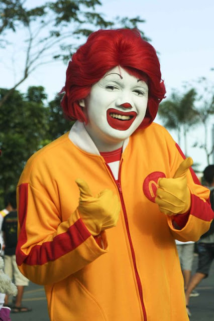Ronald McDonald giving two thumbs up