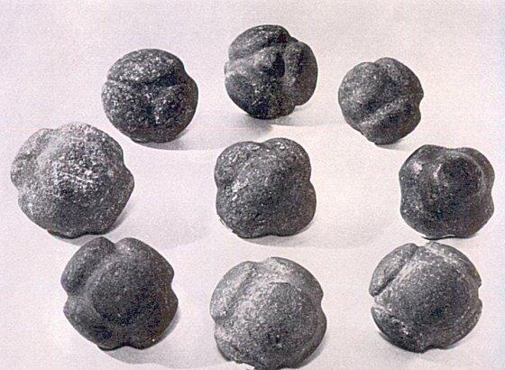 piedras esféricas talladas
