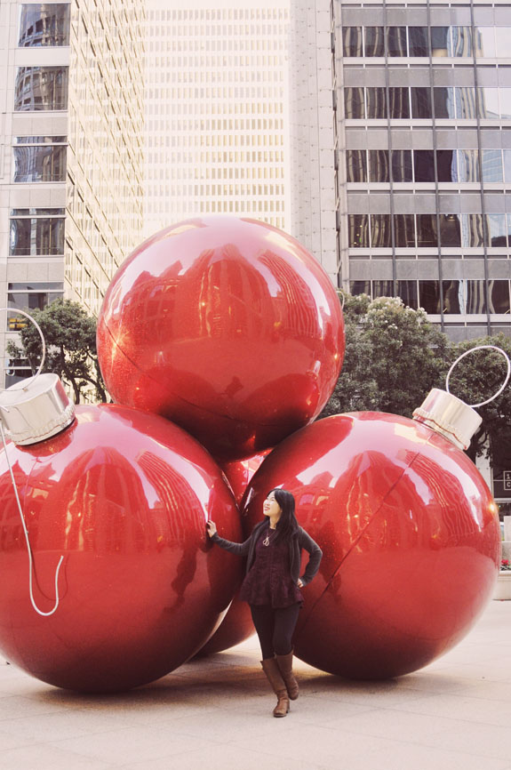 Christmas in San Francisco: The festive decorations at 100 California make the perfect backdrop to your holiday photos