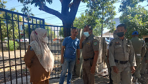 Camat Rasbar Didampingi Kasat Pol. PP, dan Lurah Paruga Bongkar Lapak Semi Permane di Jalan Sulawesi Kota Bima