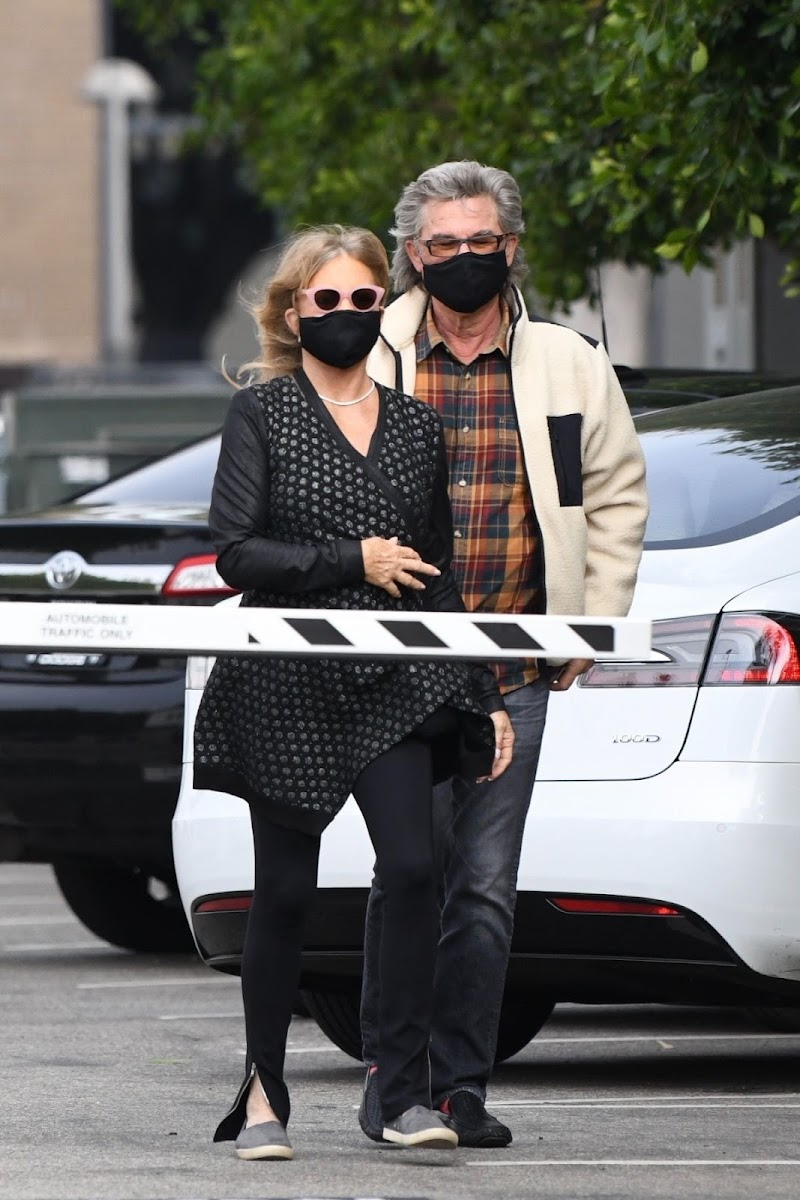 Goldie Hawn and Kurt Russell Out for Lunch in Santa Monica  19 Nov-2020