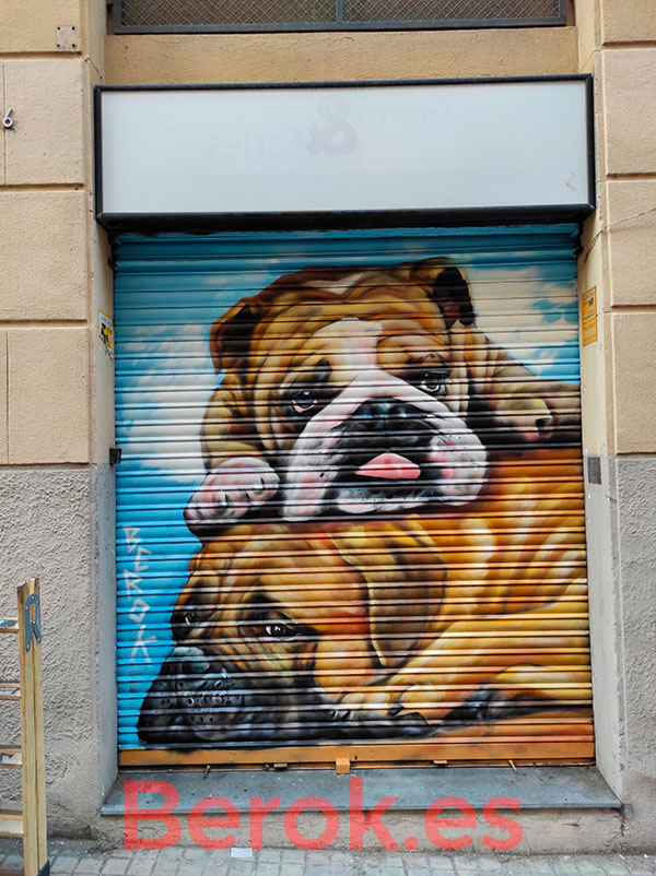 Graffiti perros persiana parking