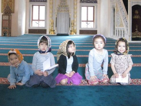 Kids in Mosques Pictures | Quran Reciter