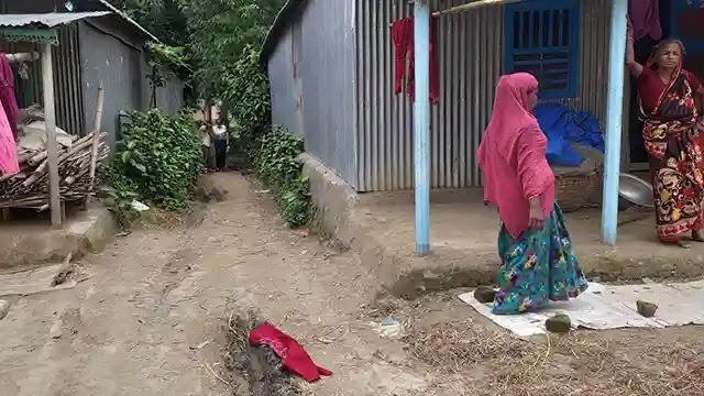 ধুনটে সরকারি রাস্তায় বাড়ি নির্মাণের অভিযোগ