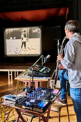 Jean-Francois Charles, basset-horn & live electronics, Dziga Vertov, Kino-Pravda on screen