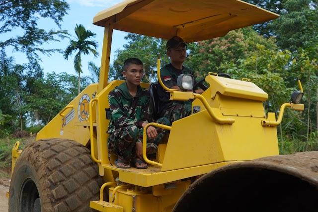 Operator Alat Berat Bulldozer TMMD Anggota Satgas