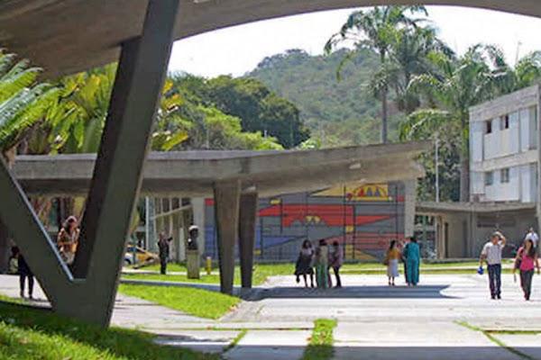 """Perú reconocerá títulos de 22 universidades venezolanas """"sin apostillar"""""""