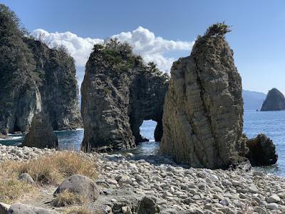 浮島海岸の奇岩