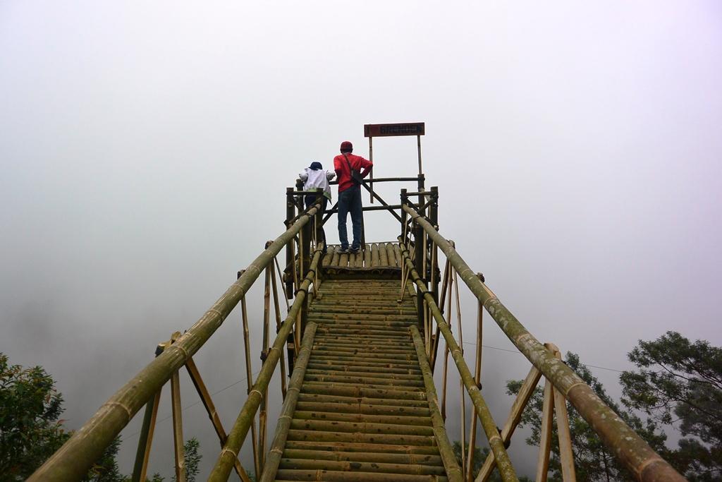 geliat grenden pintu gerbang jalur pendakian terpendek menuju puncak merbabu