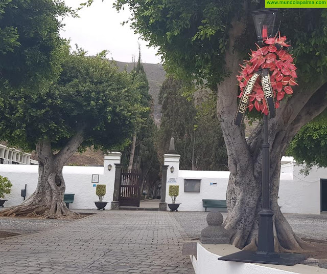 El Ayuntamiento de Santa Cruz de La Palma recuerda con un gesto sencillo pero emotivo a las víctimas del coronavirus