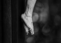 """Ad Èfraim io insegnavo a camminare tenendolo per mano, ma essi non compresero che avevo cura di loro"""" (Osea 11,3)"""