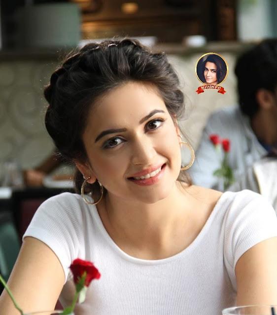 Kriti Kharbanda With Rose