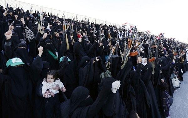 عرض عسكرى لنساء انصار الله فى اليمن يدهش العالم