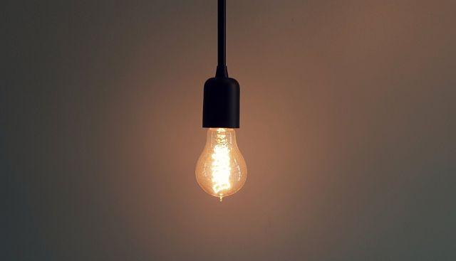 Electricidad: Beneficios para hogares vulnerables y adultos mayores