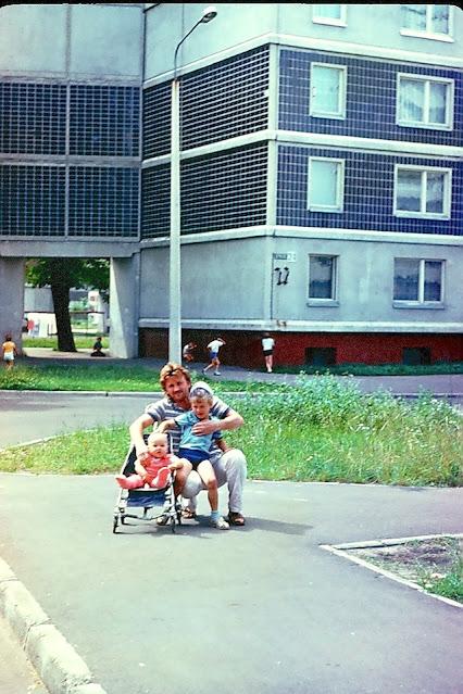 1990 год. Рига. Золитуде. На улице Русес, возле дома № 24. Фото: Юлия и Андрей Воротынцевы