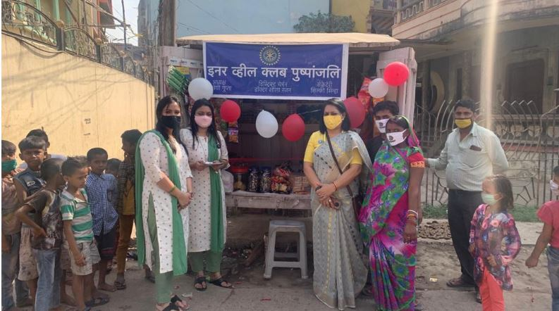 मुजफ्फरपुर: इनर व्हील पुष्पांजलि ने गुमटी में दुकान खुलवाकर महिला को दिया रोजगार