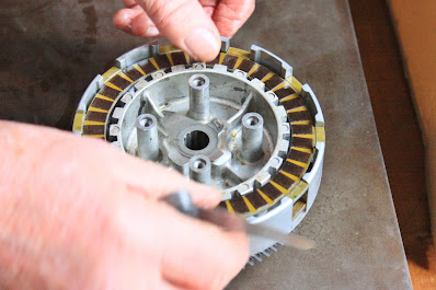 Yamaha YZF R125 clutch common problems rebuild strip inspection test and measure