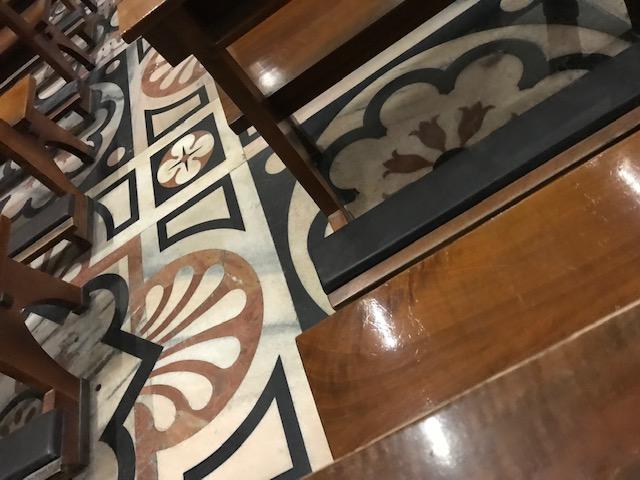 イタリア・ミラノのドゥオーモ内部の床