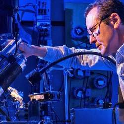 Cientistas transformaram um átomo no menor disco rígido do mundo