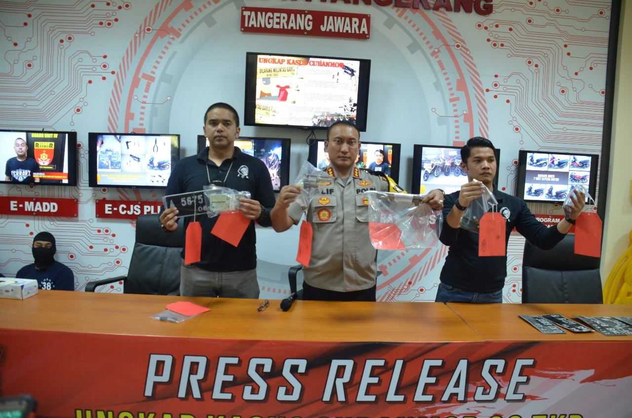 Berbekal Senpi Rakitan, Kawanan Curanmor Beraksi di 30 TKP Di Banten Dan Jakarta Di Bekuk