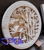 Ukiran relief batu alam putih motif bambu hijau dan bambu kuning paduan dengan burung