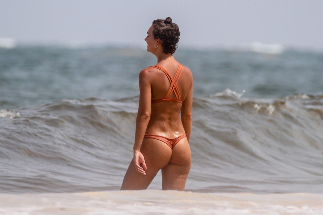 Rachel Cook show-off hot her hot ass