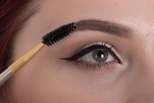 Langkah 7 Makeup - Menggambar Alis