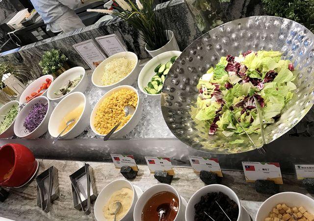 凱撒大飯店朋派自助餐廳~板橋葷素吃到飽