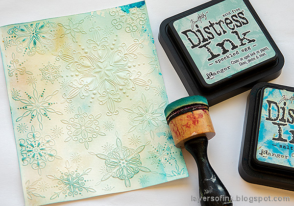Layers of ink - Textured Snowflake Card Tutorial by Anna-Karin Evaldsson. Ink with Distress Ink.
